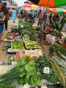 Markt Maden Hühner Sibu Borneo Sarawak by Birgit Strauch Shiatsu & ThetaHealing