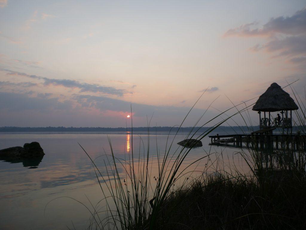 Fische Sonnenuntergang Laguna Lachua Guatemala by Birgit Strauch Shiatsu & Bewusstseinscoaching