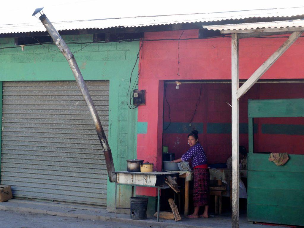 Menschen Bus Bahnhof Barillas Guatemala by Birgit Strauch Shiatsu & Bewusstseinscoaching