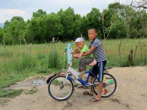Kinder in Kochkor by Birgit Strauch Shiatsu & Bewusstseinscoaching