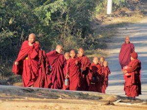 Wanderung Mönche Nyaung Shwe Inle Lake Myanmar by Birgit Strauch Shiatsu & Bewusstseinscoaching