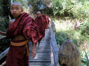 Mönche Nyaung Shwe Inle Lake Myanmar by Birgit Strauch Shiatsu & BewusstseinscoachingNyaung Shwe Inle Lake Myanmar by Birgit Strauch Shiatsu & Bewusstseinscoaching