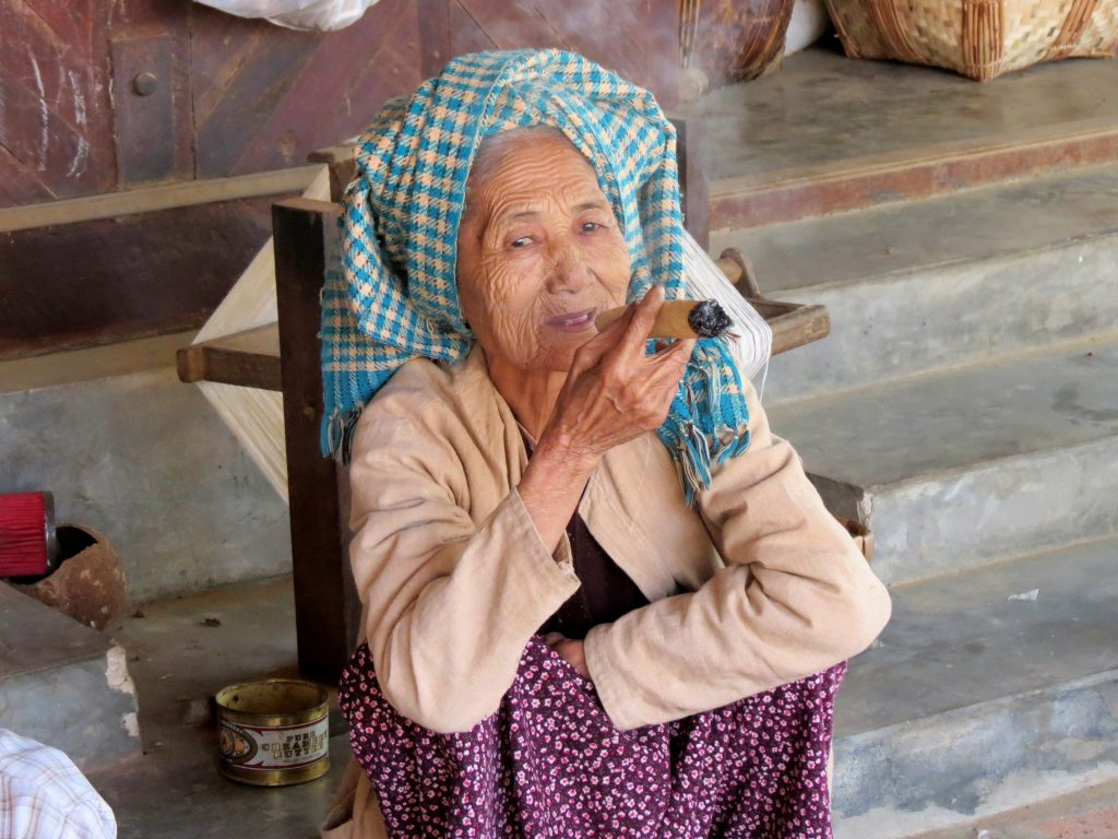 Zigarre Frau Taung Bi Bagan by Birgit Strauch Bewusstwandlerin Bewusstseinscoaching