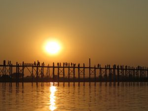 U Bein Brücke Boot Sonnenuntergang by Birgit Strauch Bewusstwandlerin Bewusstseinscoaching