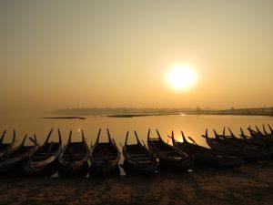 Boote U Bein Brücke Mandalay Sonnenaufgang by Birgit Strauch Bewusstseinscoaching & Shiatsu