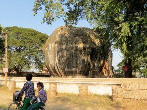 Pa Hto Taw Gyi Tempel Elefantenstatue Mingun Irrawaddy Myanmar by Birgit Strauch Shiatsu & Bewusstseinscoaching