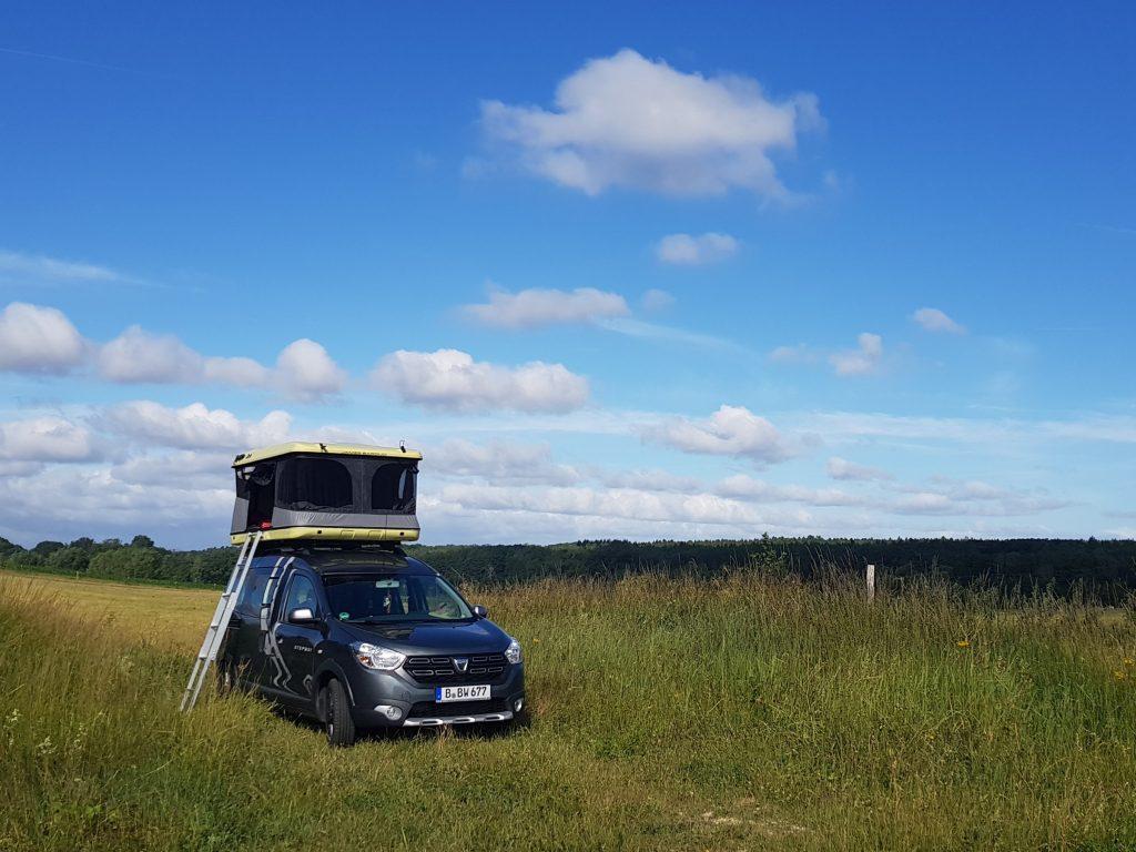 Dacia Dokker Minicamper mit Dachzelt by Birgit Strauch