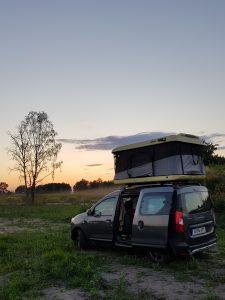 Dacia Dokker Minicamper mit Dachzelt bei Warschau by Birgit Strauch