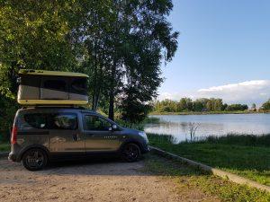 Minicamper Stellplatz Litauen am Badesee in Pakumulsiai by Birgit Strauch