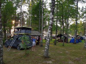 Mit dem Minicamper nach Vidzeme Sandsteinfelsen Veczemju Klintis Camping Klintis by Birgit Strauch