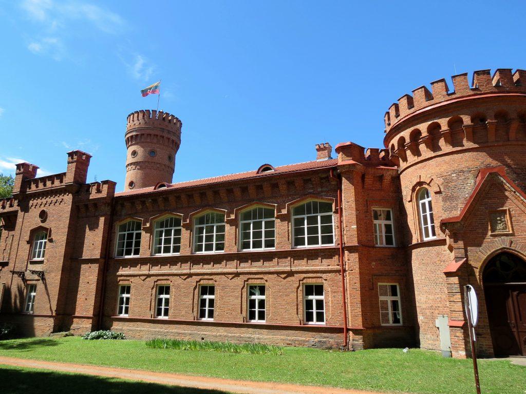 Dacia Dokker Minicamper Tour zum Schloss Raudone in Litauen by Birgit Strauch
