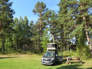 Mit dem Minicamper und James Baroud Dachzelt nach Mikelbaka in Lettland by Birgit Strauch