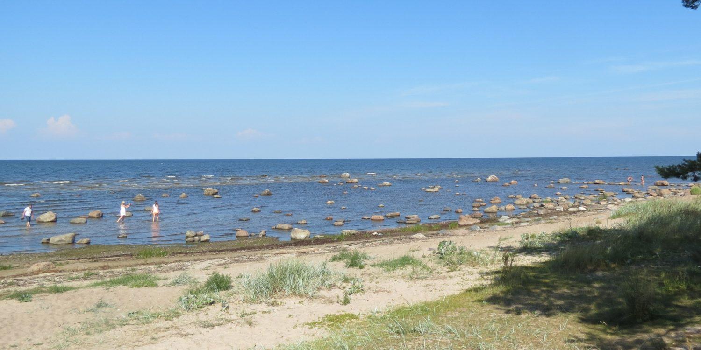 Minicamper Tour zum Strand bei Mersrags Lettland by Birgit Strauch