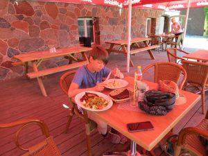 it dem Minicamper nach Talsi zum Restaurant Istabas in Lettland by Birgit Strauch