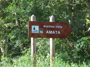 Mit dem Minicamper am kostenlosen Stellplatz am Amata Fluss im Gauja Nationalpark by Birgit Strauch