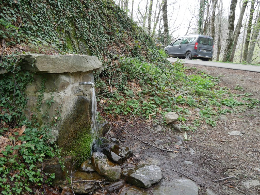 Picknick mit Quelle am Rocca Ricciarda by Birgit Strauch