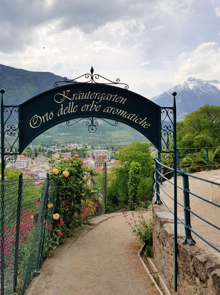 Wanderung vom Dorf Tirol nach Meran by Birgit Strauch