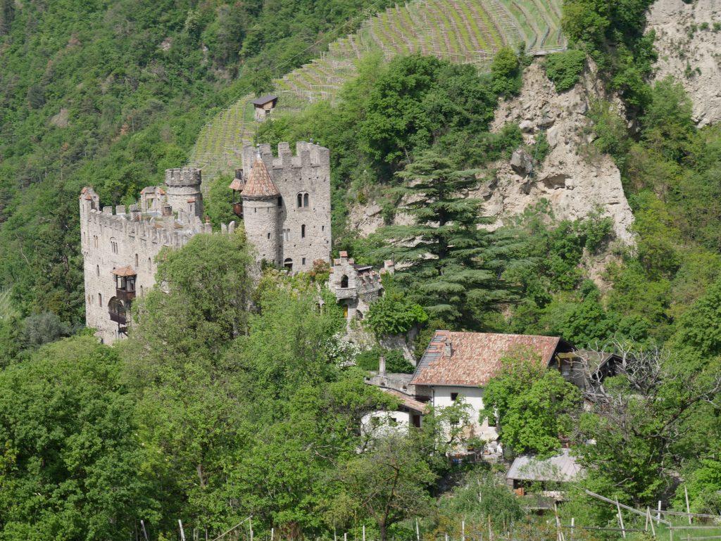 Die Burg vom Dorf Tirol by Birgit Strauch