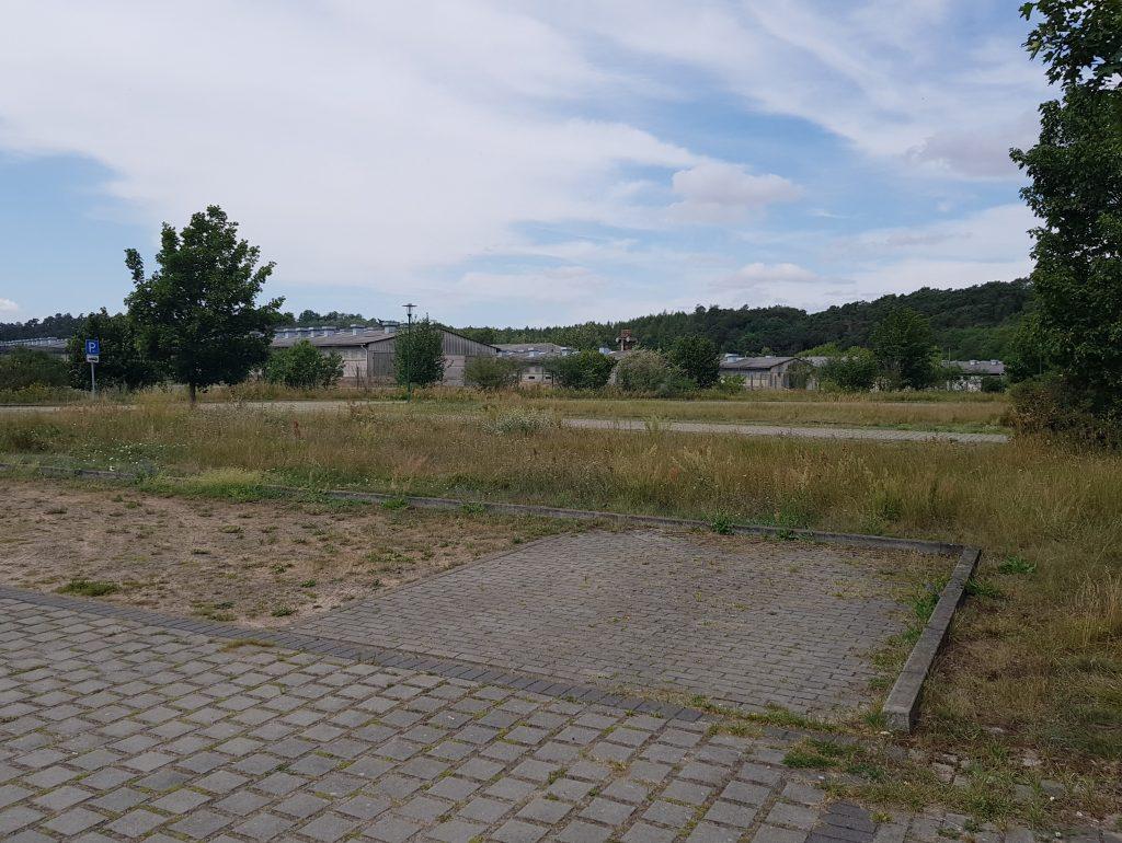 Parkplatz in Criewen by Birgit Strauch