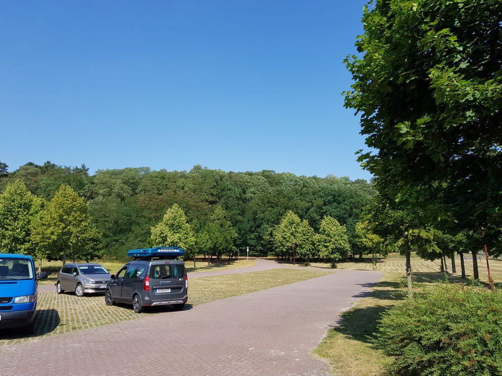 Parkplatz in Mescherin by Birgit Strauch