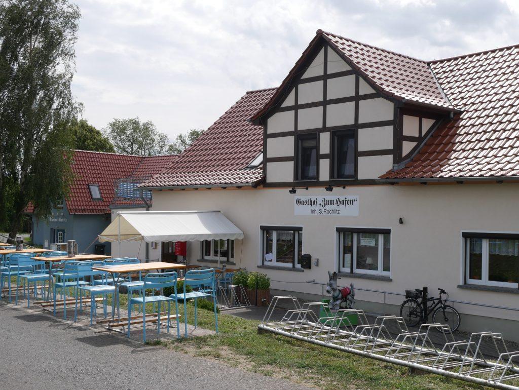 Am Gasthof zum Hafen in Kienitz by Birgit Strauch