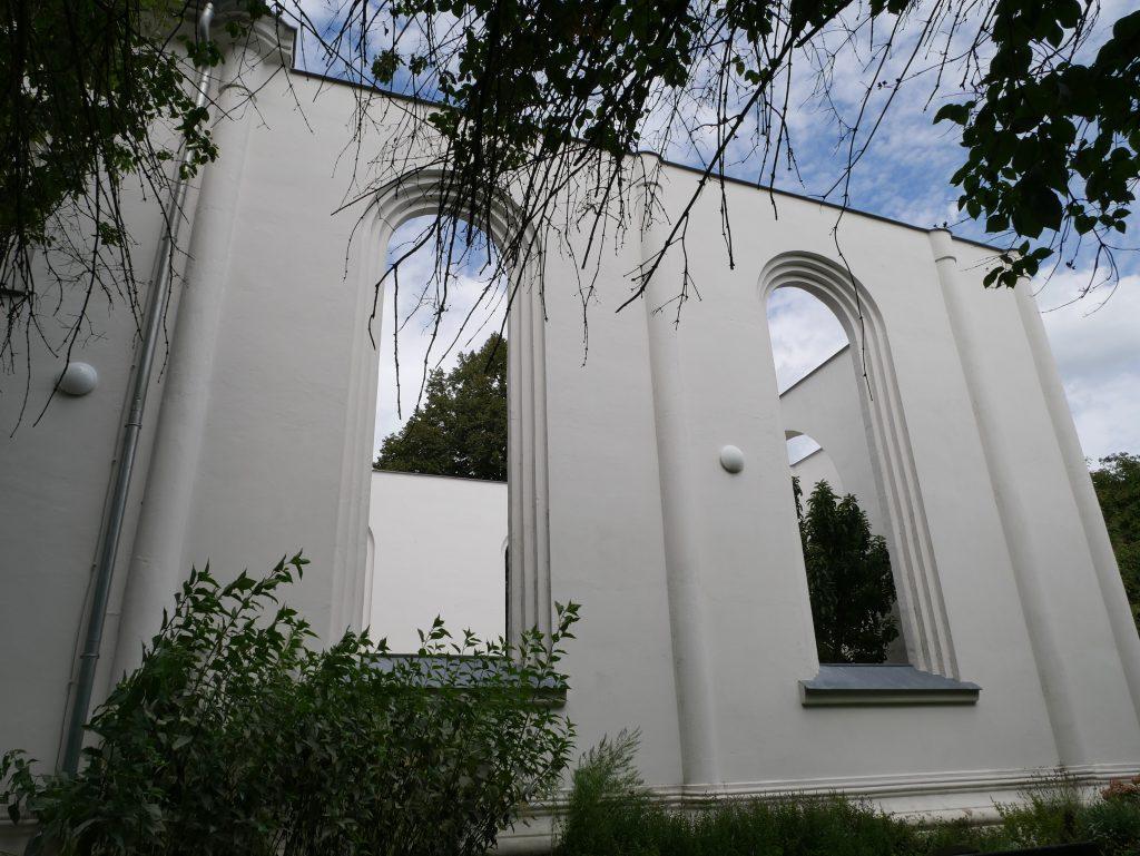 Kirchencafe von Kienitz by Birgit Strauch