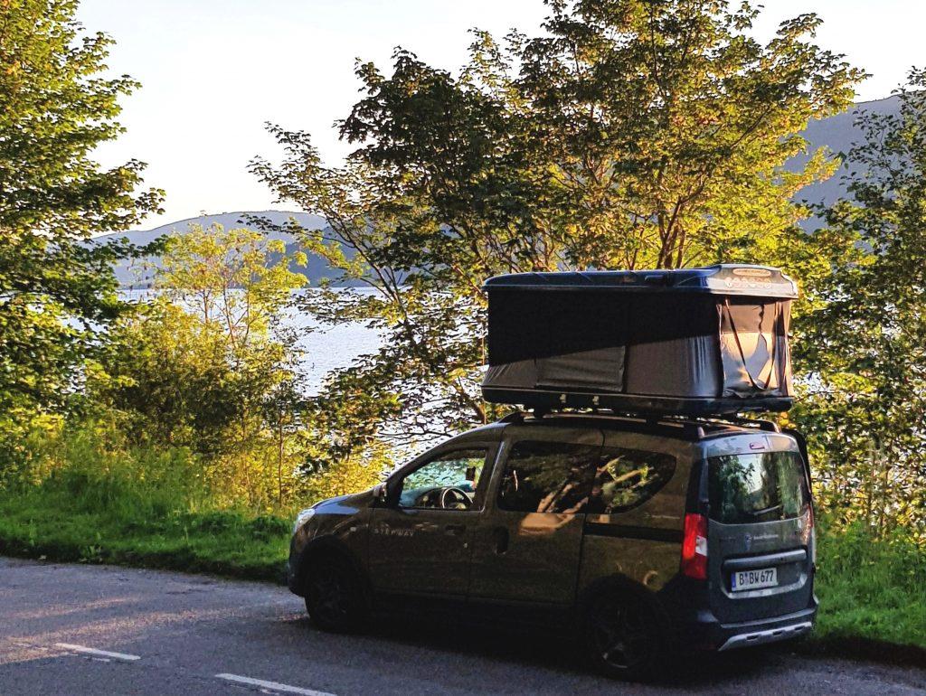 Mit Dachzelt campen am Loch Ness by Birgit Strauch