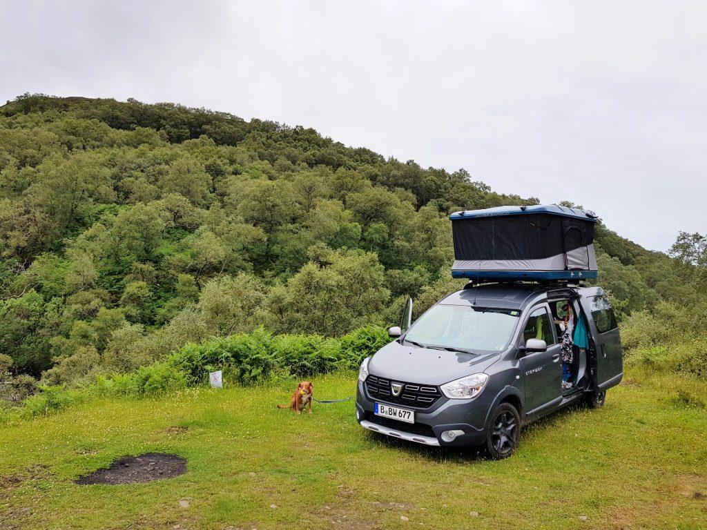Dokker Camper in den Highlands by Birgit Strauch