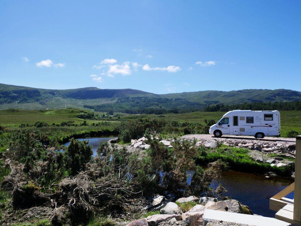 Schottland mit Dachzelt by Birgit Strauch