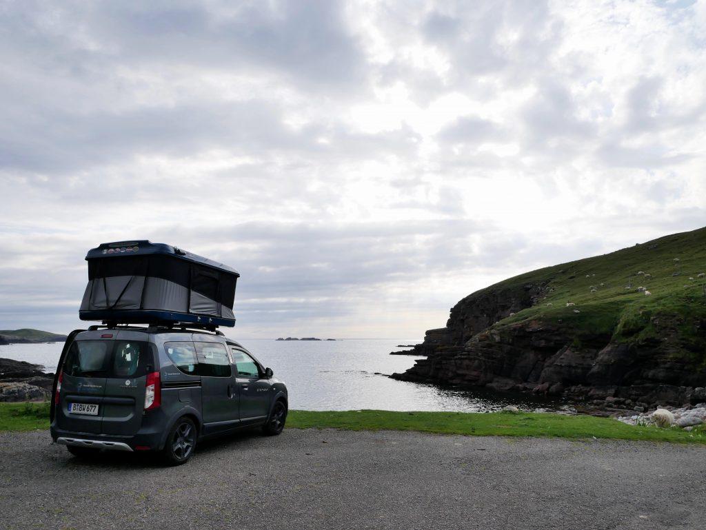 Mit dem Dachzelt in Schottland am Droman Pier by Birgit Strauch