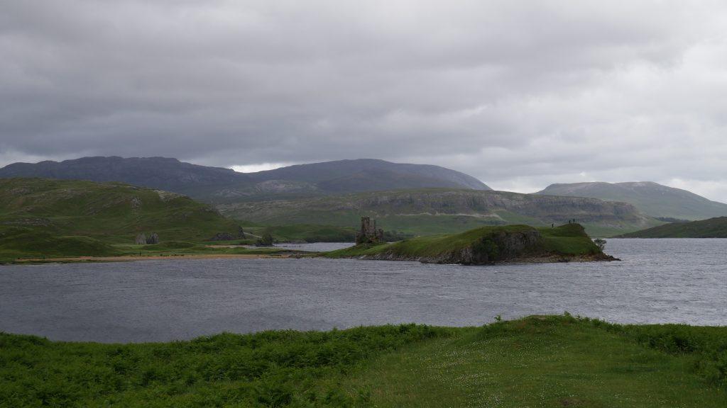 Dokker Camper am Loch Assynt by Birgit Strauch